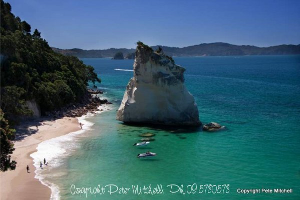 cathedral-cove-boats