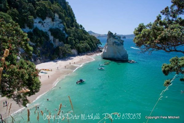 cathedral-cove-boats2